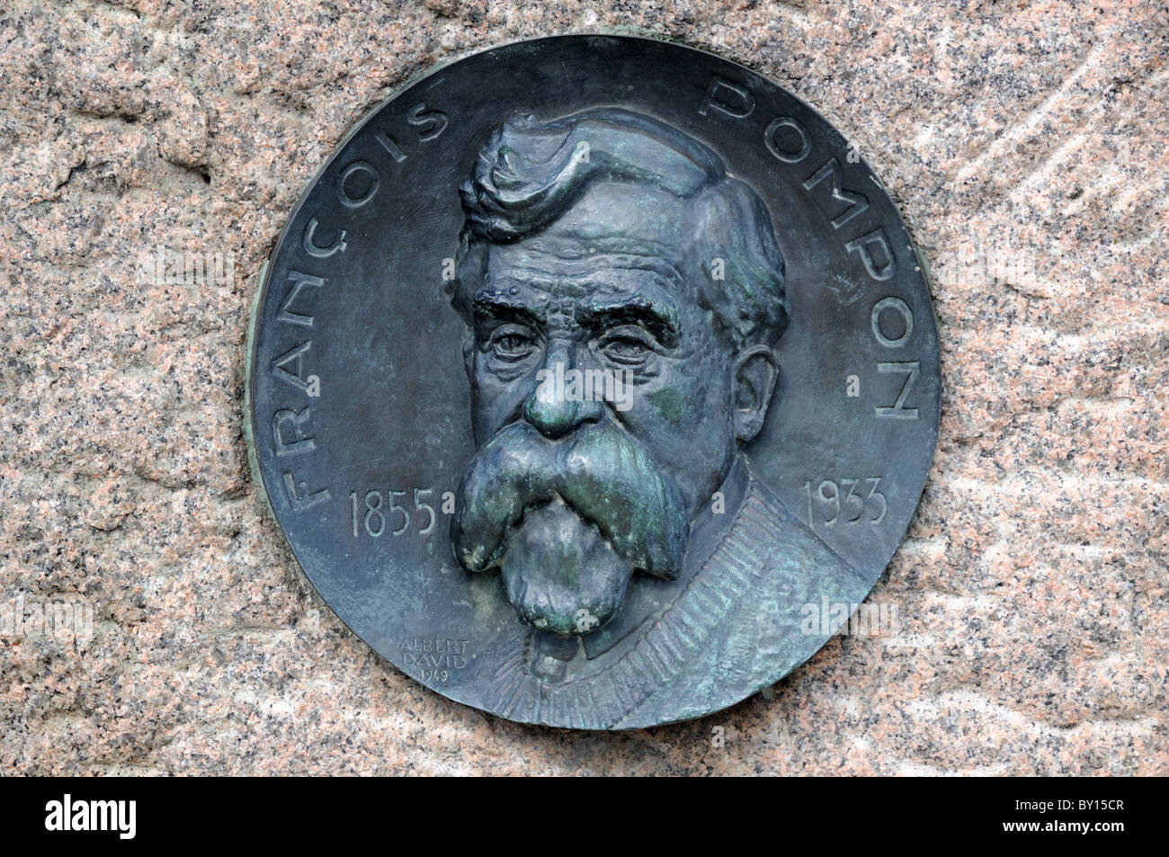 Memorial plaque medallion to artist sculptor Francois Pompon on plinth of his Bull bronze in Saulieu his birthplace - Stock Image