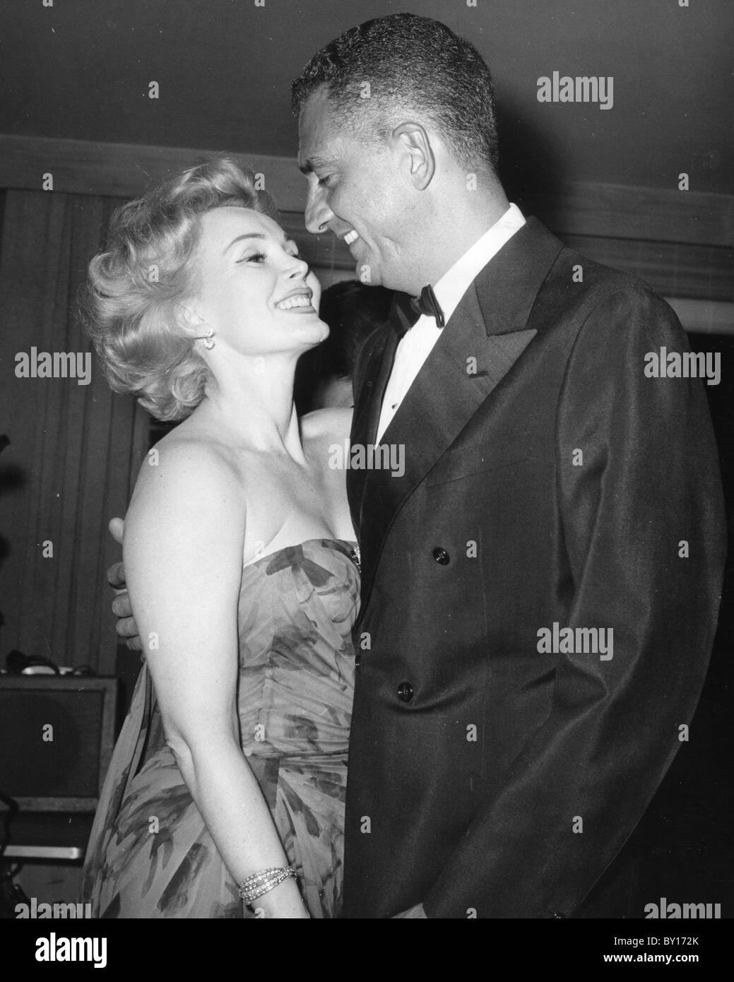 ZSA ZSA GABOR Hungarian-American film actress with Brazilian industrialist Francisco Pignatari about 1956 - Stock Image