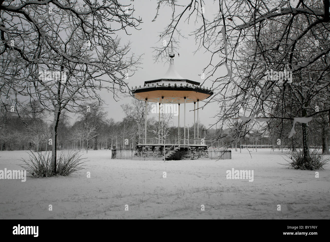 Heavy snow by the bandstand in Kensington Gardens, London, UK - Stock Image