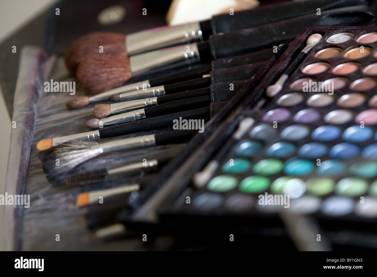 Color eye make up box swatch and brushes - Stock Image