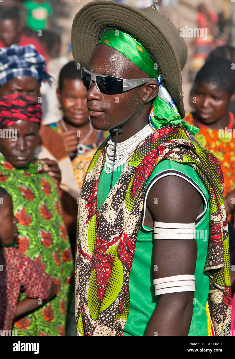 A dancer from the Sukuma tribe wearing a mix of traditional and modern dress celebrates the annual farmers   holiday - Stock Image