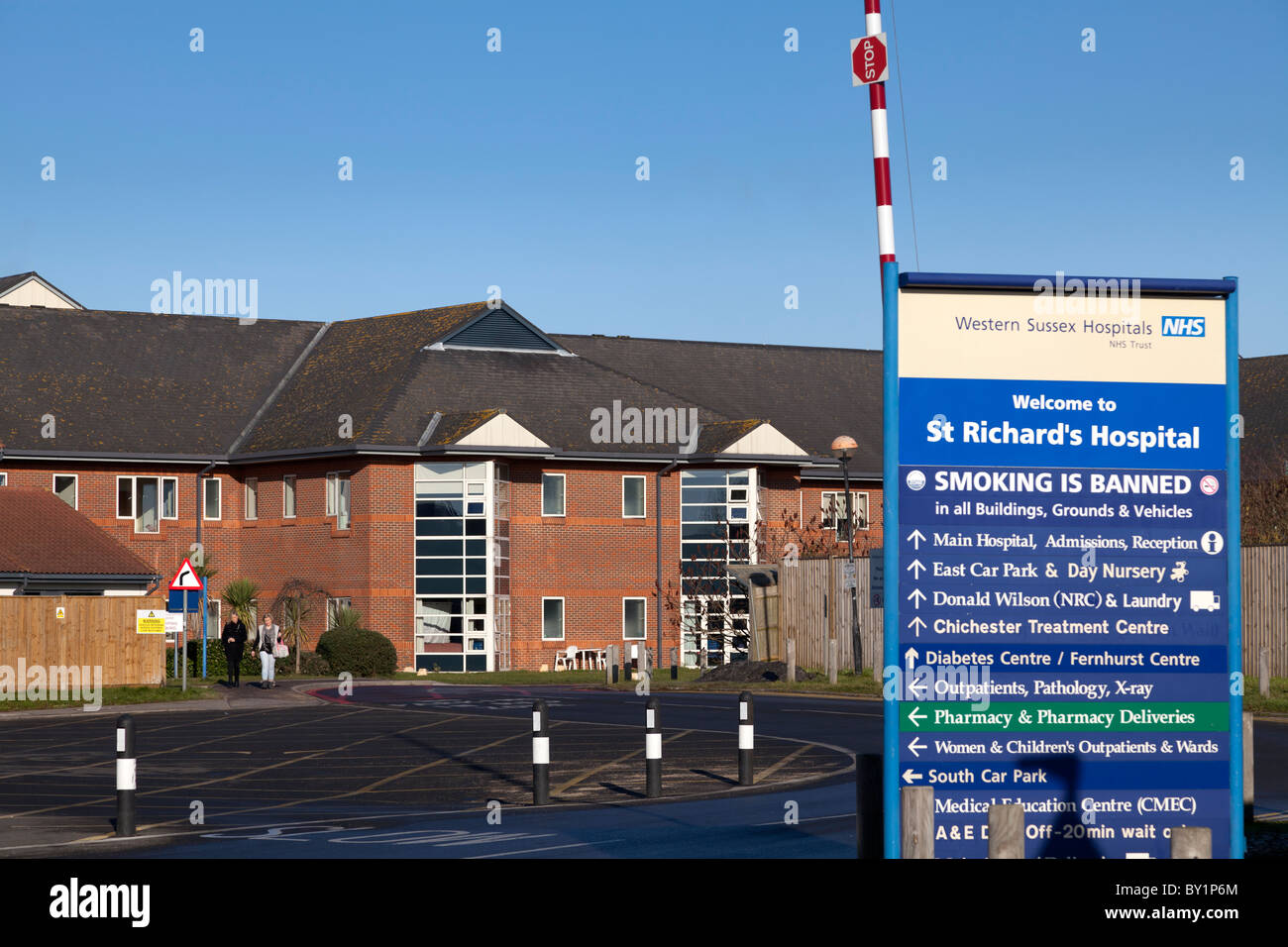 direction sign board exterior of St Richards,  Chichester Hospital - Stock Image