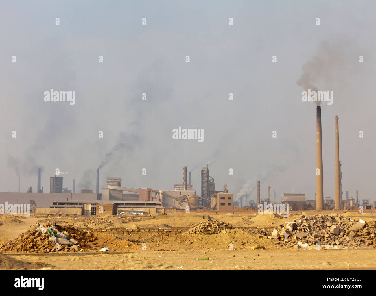 factories pouring out polluted smoke, Helwan, Cairo, Egypt - Stock Image