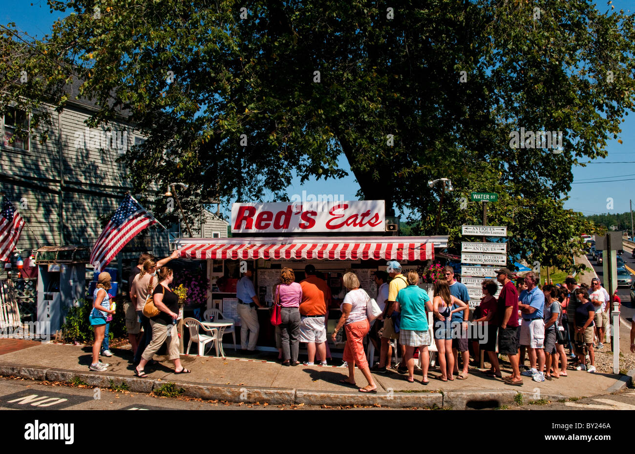 Crowded line waiting to eat at popular Reds Eats in Wicasset Maine in New England - Stock Image