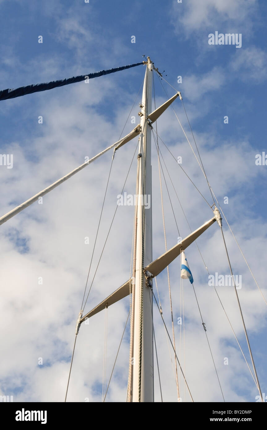 Mast and rigging of a modern sailing yacht. - Stock Image
