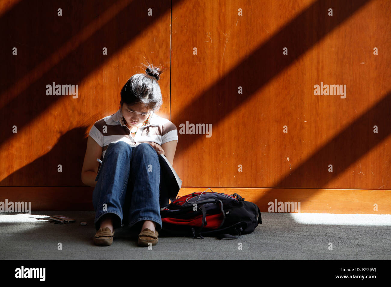 An American high school student reading outside class - Stock Image