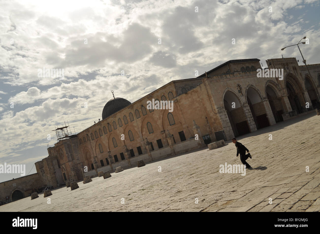 Jerusalem, Temple Mount, Al aqsa mosque, Clouds, arab kids, running, playng - Stock Image