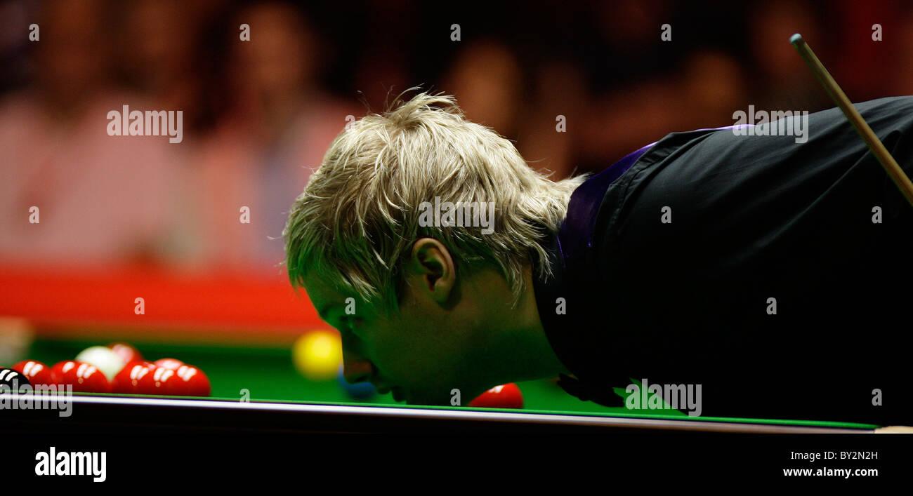 Neil Robertson (Aus) in  action against Mark Allen (NI) - Stock Image