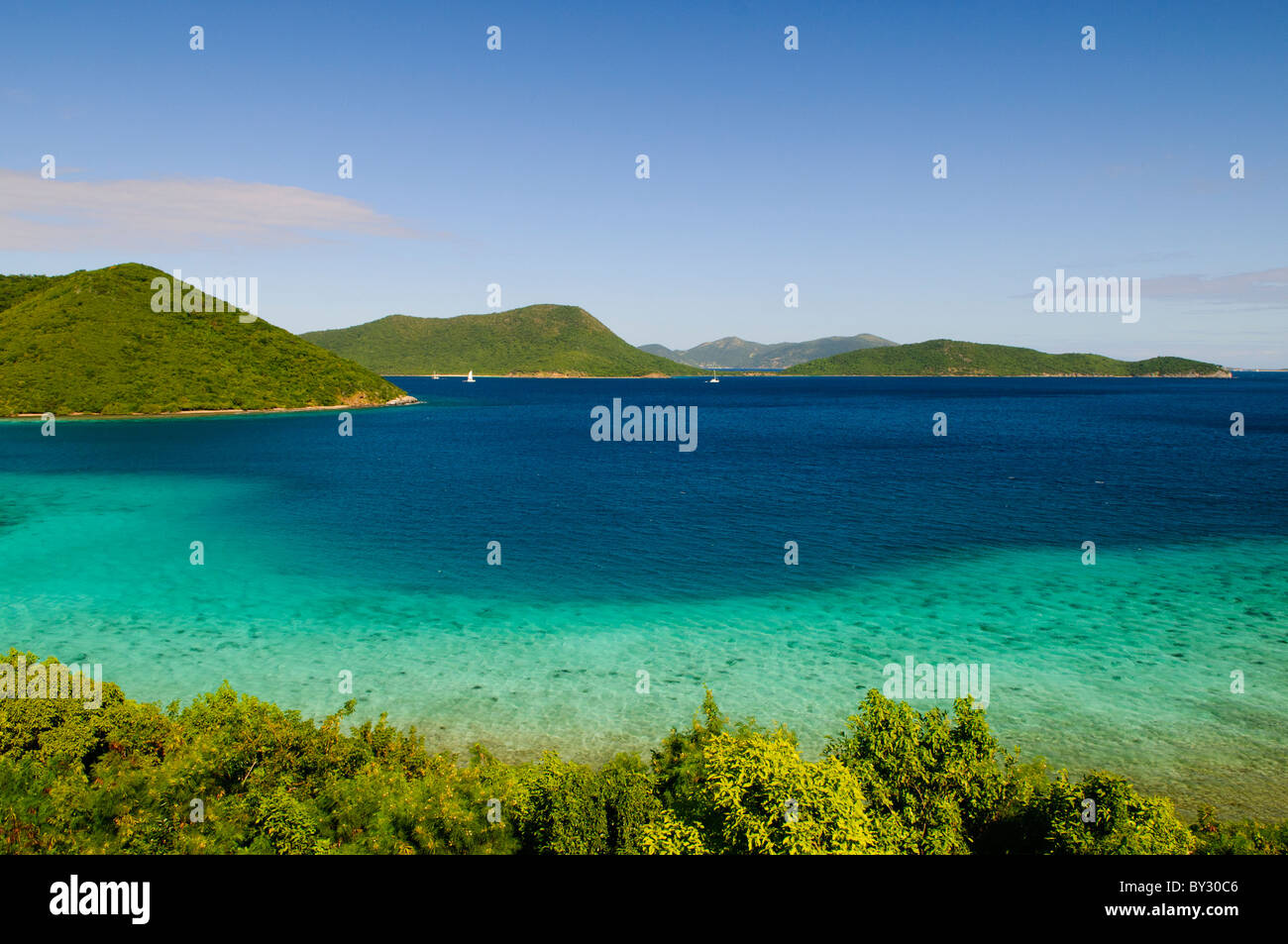 ST JOHN, US Virgin Islands - View over Leinster Bay toward (l to r) Mary Point, Great Thatch Island, and, in the - Stock Image