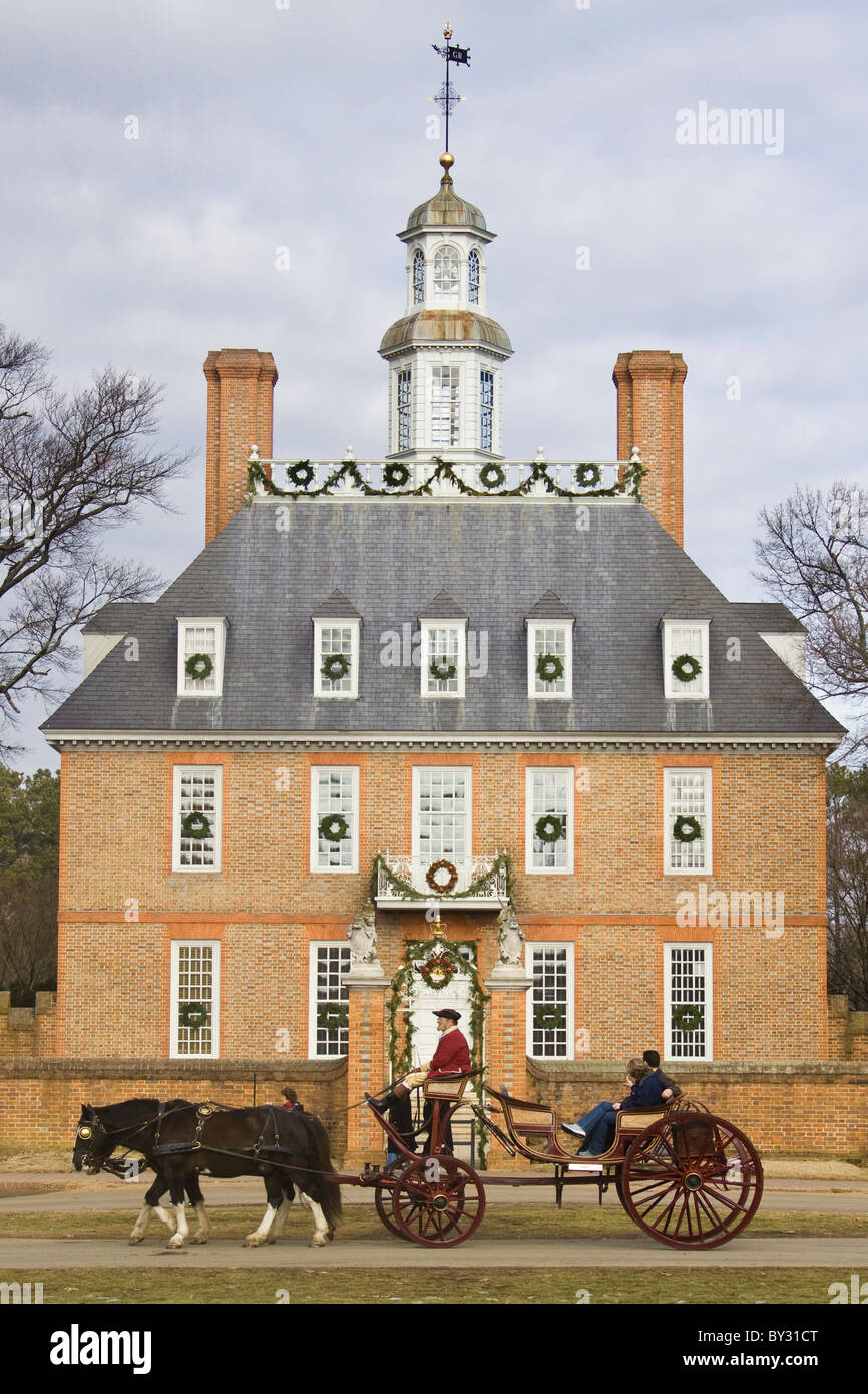 Lightening Rod Stock Photos Images Alamy Wall Clock Governor Driver Coachman And Tourists Driving By The Governors Palace Adorned With Christmas Decorations In Historic Colonial