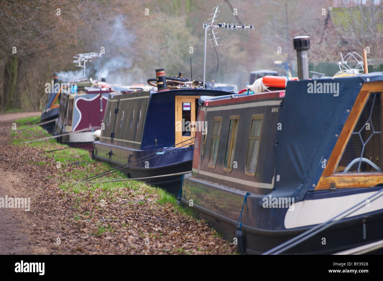 Narrowboats moored on the bank of Oxford canal. - Stock Image