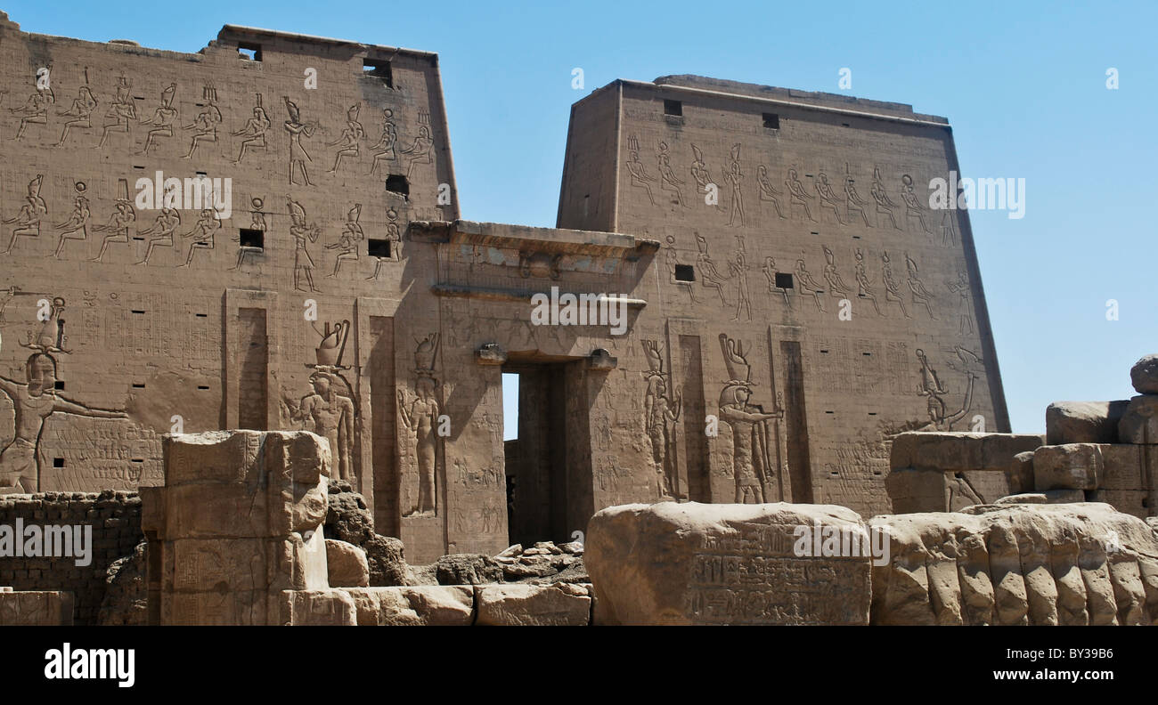 ancient egyptian temples along the nile stock photo 33879306 alamy