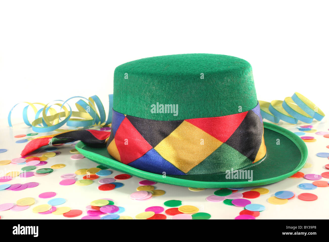 Carnival hat with colorful confetti and streamers on white background - Stock Image