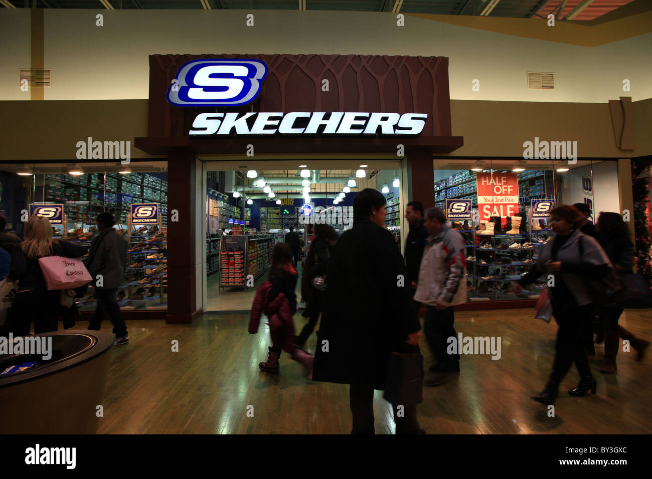 57dec37f Skechers outlet store in Vaughan Mills Mall in Toronto, 2010 - Stock Image