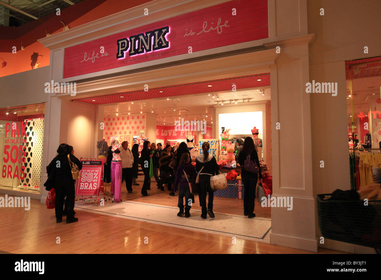 c52192a521 Victoria s secret Pink women s clothing outlet store in Vaughan Mills Mall  in Toronto
