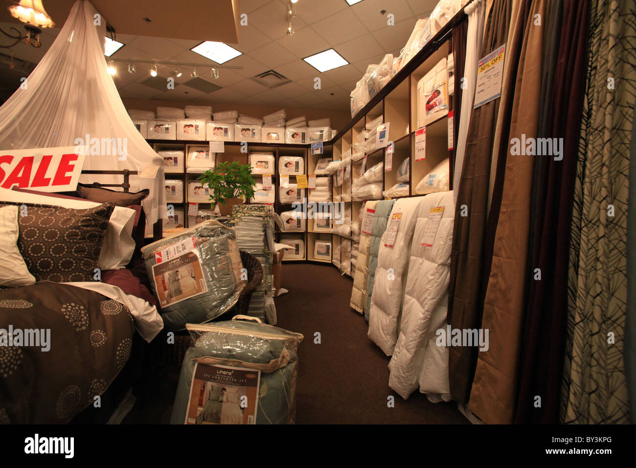 Quilts and pillows for sale during Boxing week in Quilts etc store in Vaughan Mills Mall in Toronto - Stock Image