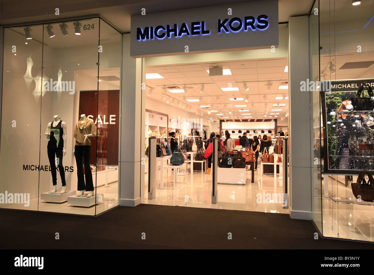 michael kors outlet store in vaughan mills mall in toronto canada stock photo 33888455 alamy. Black Bedroom Furniture Sets. Home Design Ideas