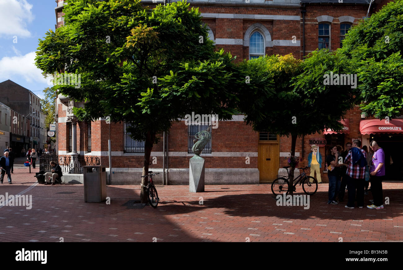 A memorial sculpture to Rock guitarist Rory Gallagher in  Rory Gallagher Place, Cork City, Ireland - Stock Image