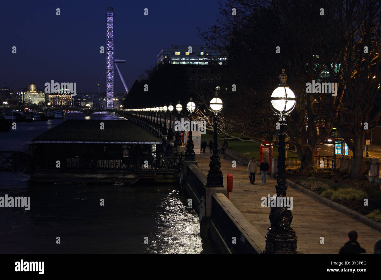 London Eye night embankment street lights lamps - Stock Image