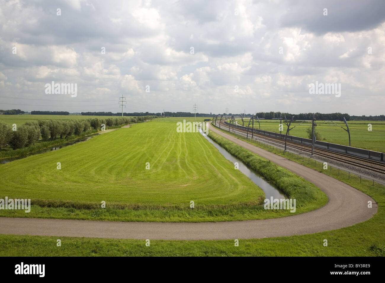 Lines in a Dutch polder, Hardinxveld-Giessendam, Zuid-Holland (South-Holland), Netherlands - Stock Image