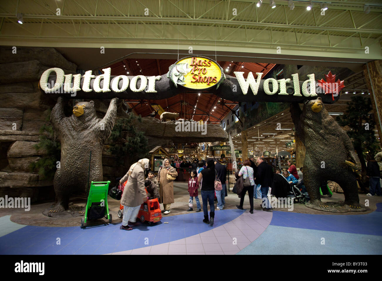 Bass Pro Shops Outdoor World Stock Photos & Bass Pro Shops Outdoor World Stock Images - Alamy