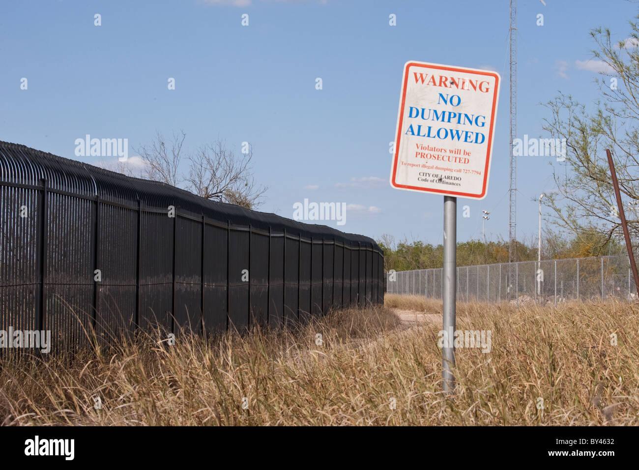 'No Dumping Allowed' sign near the Rio Grande riverbank in Laredo, Texas - Stock Image