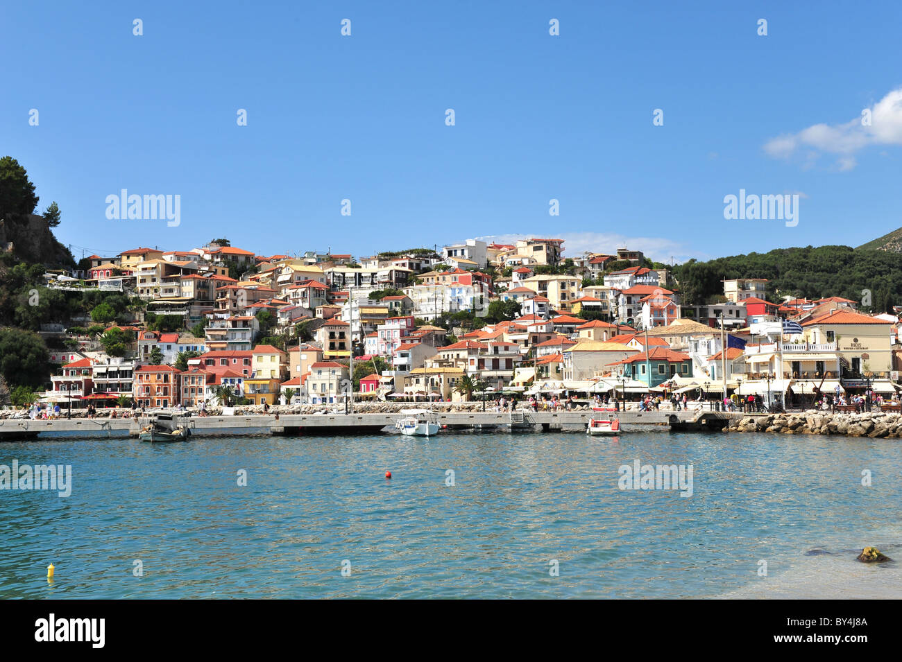 The hillside town of Parga on the Greek mainland - Stock Image
