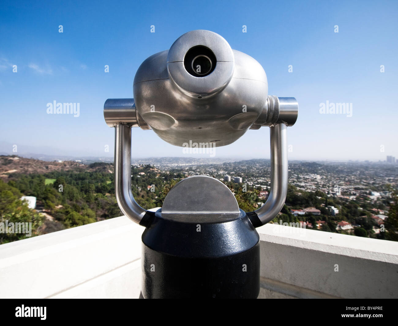 Coin-operated telescope, with Los Angeles in the background, at the Griffith Park Observatory, Hollywood California. - Stock Image