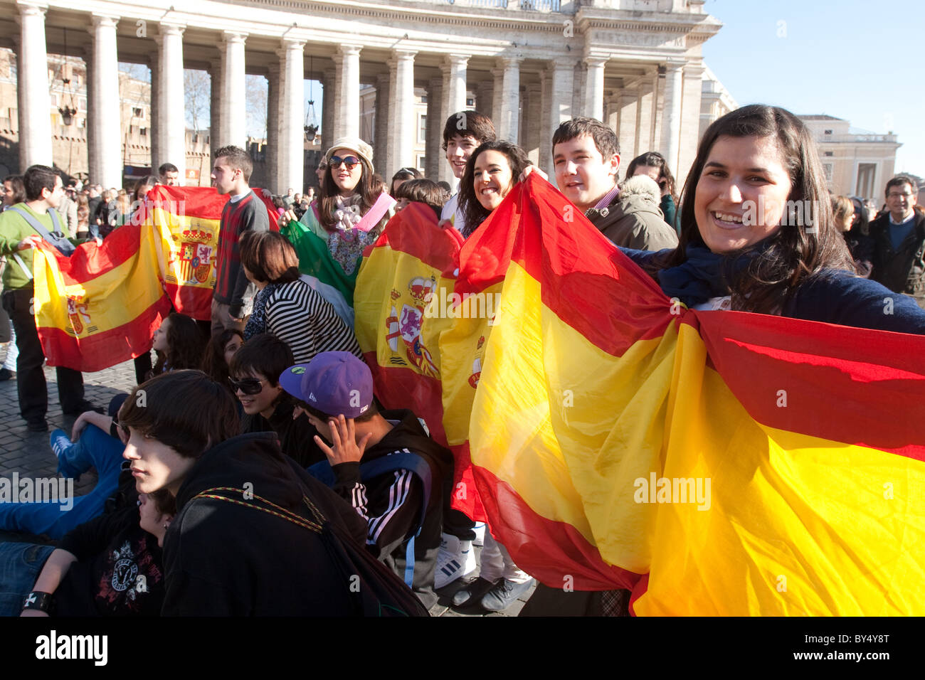"""people crowd for """"Migrant day"""" migrant celebration in Vatican St Peter's square Spanish flag people community Stock Photo"""
