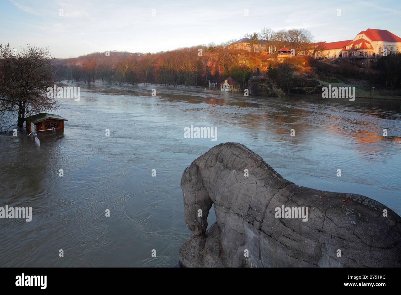 Hochwasser in Halle (Saale); Blick auf Amselgrund und Bergschenke; flood in Halle (Saale) 2011 - Stock Image