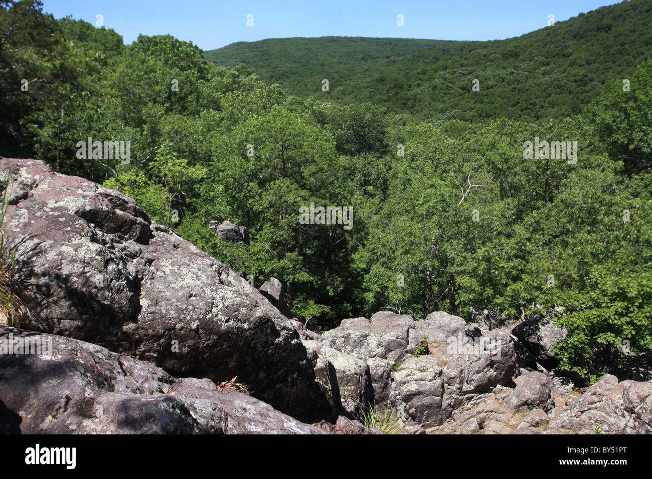 Ozark Trail Taum Sauk Mountain State Park Missouri rhyolite St. Francois Mountains volcanic rock formations - Stock Image