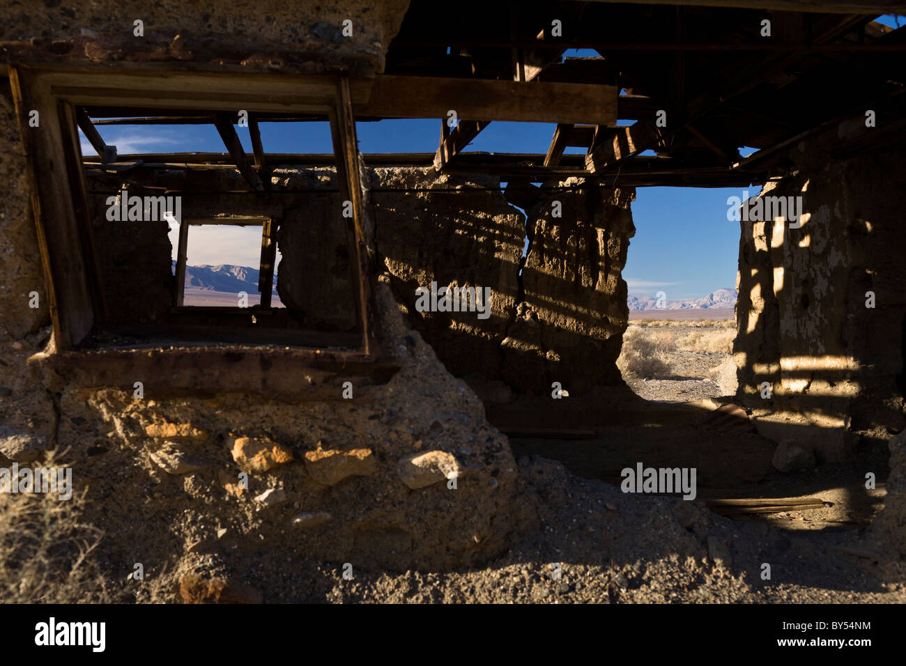 Ruins of an abandoned building in Ballarat, a Death Valley ghost town that flourished from 1897 to 1905 in California, - Stock Image