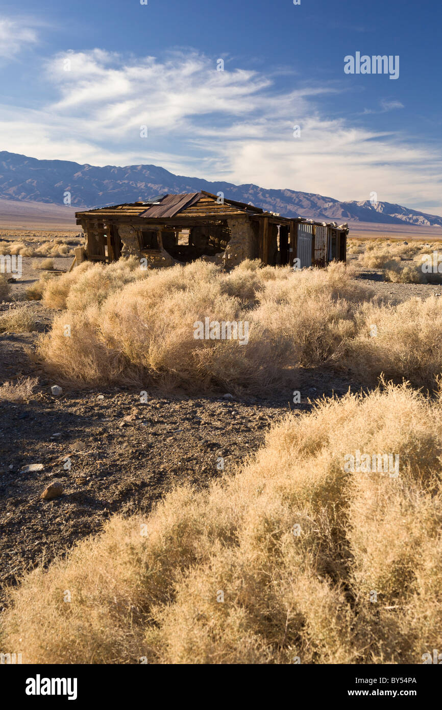Ruins of an abandoned building against the Panamint Mountains in the Death Valley ghost town of Ballarat, California, - Stock Image