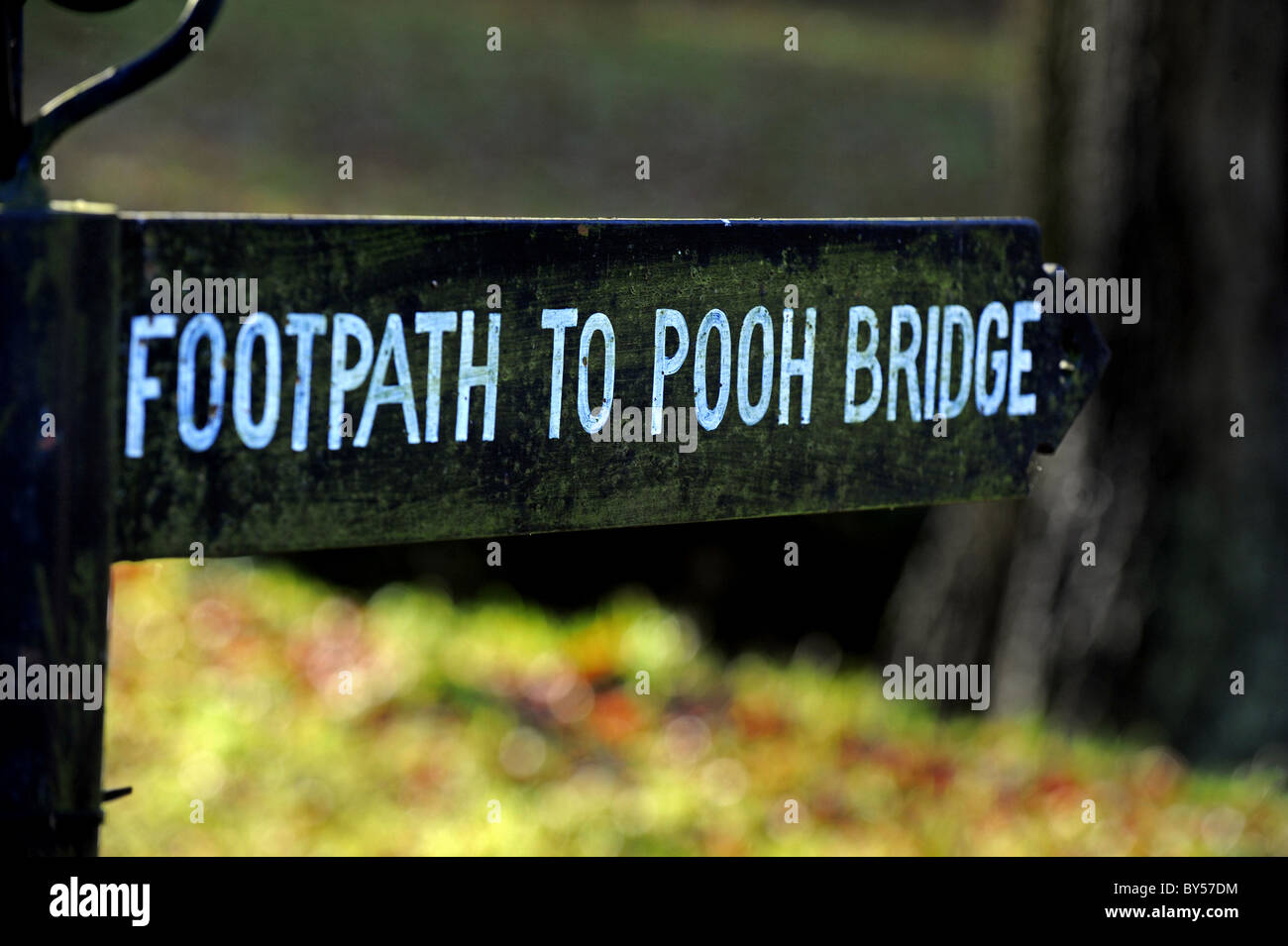 Sign for the footpath to Pooh Bridge in Hartfield - Stock Image