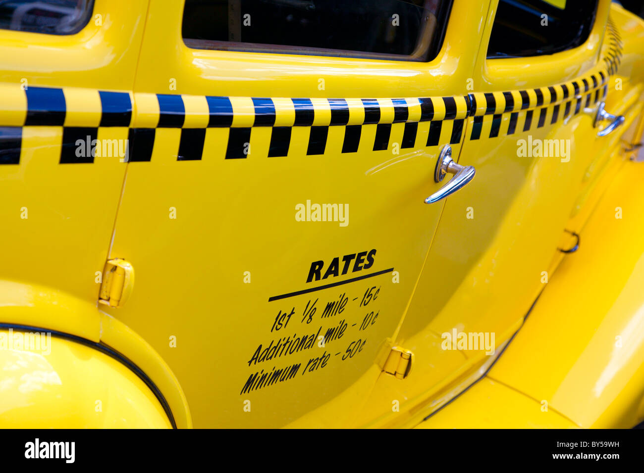 Old yellow taxi Stock Photo: 33923613 - Alamy