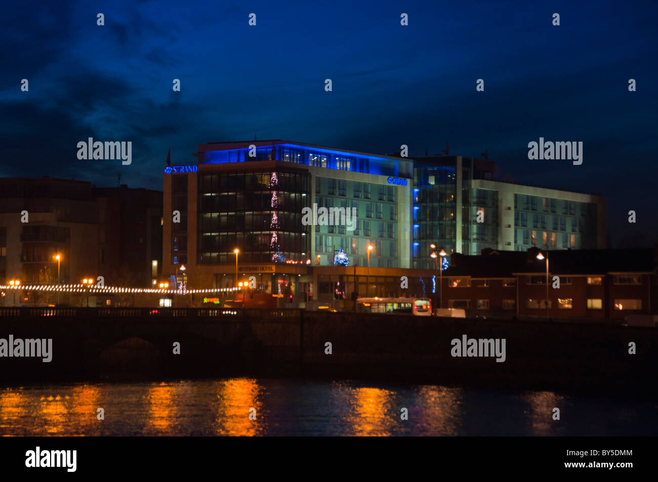 The 5 star Strand hotel on the banks of the river Shannon in Limerick city, Republic of Ireland - Stock Image