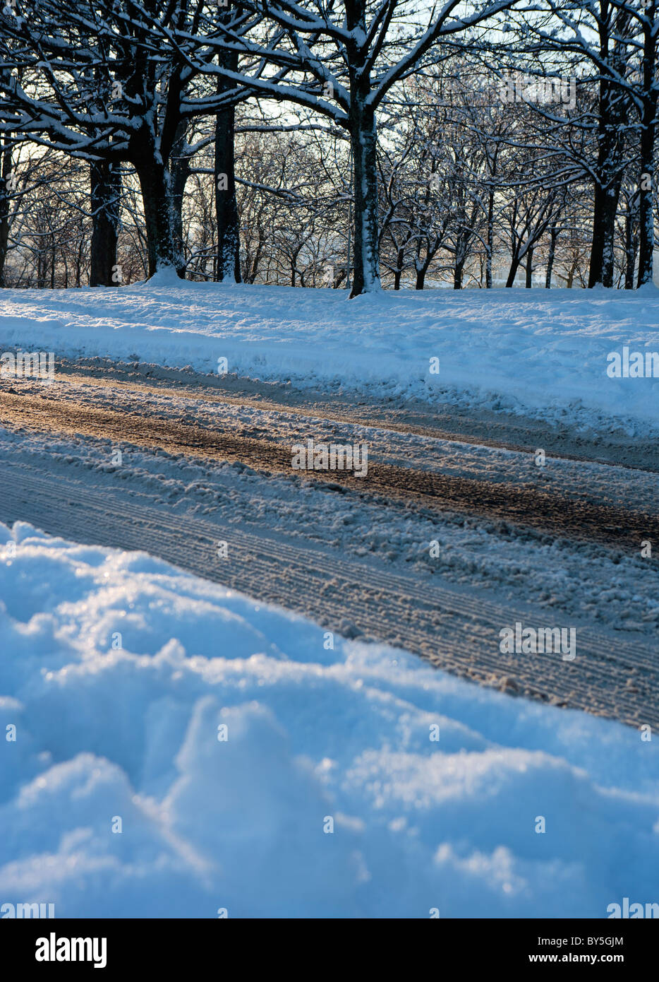 SLIPPERY ROAD IN WINTER SNOW - Stock Image