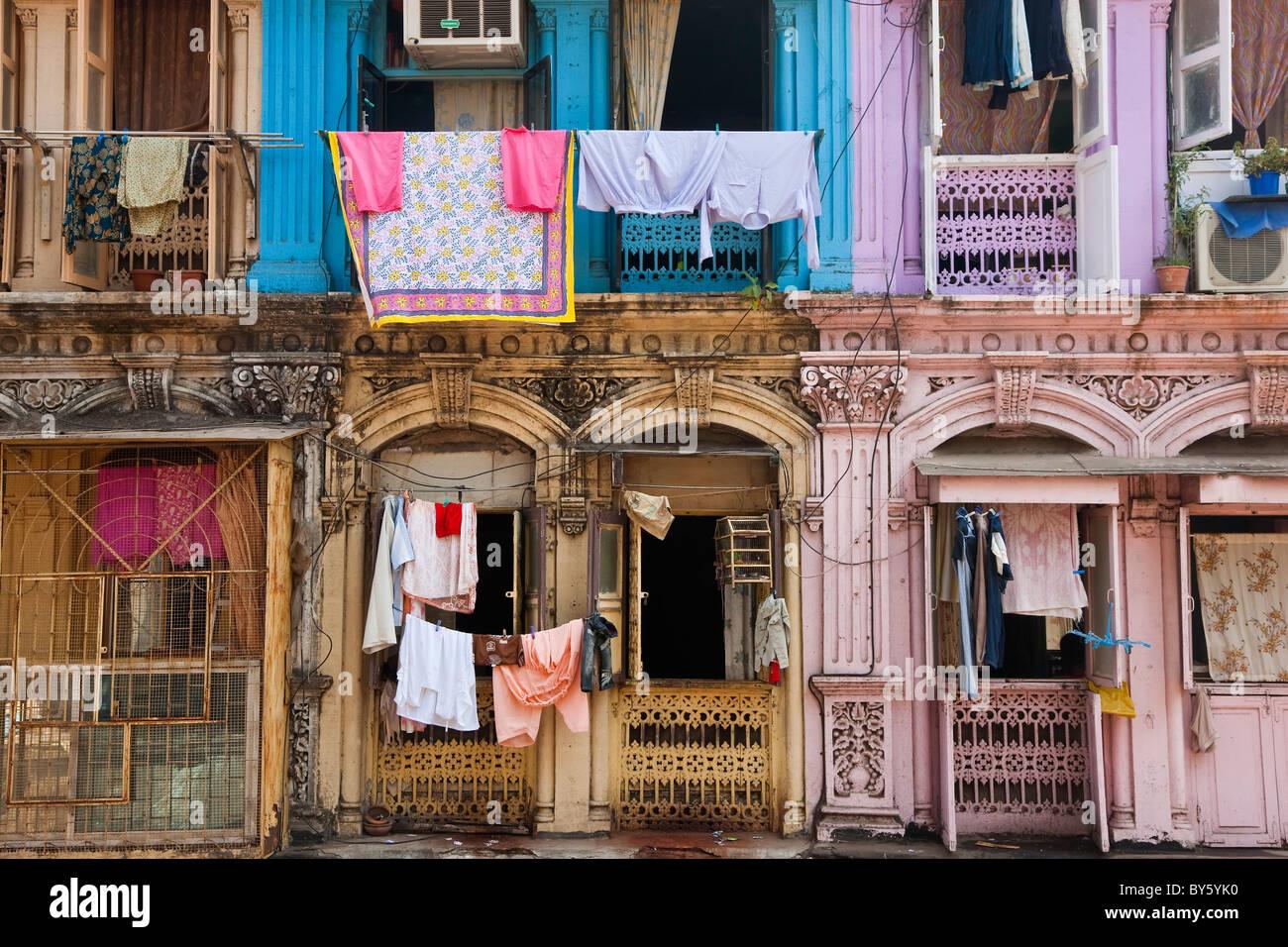 Washing drying outside flats, Mumbai (Bombay), India Stock Photo