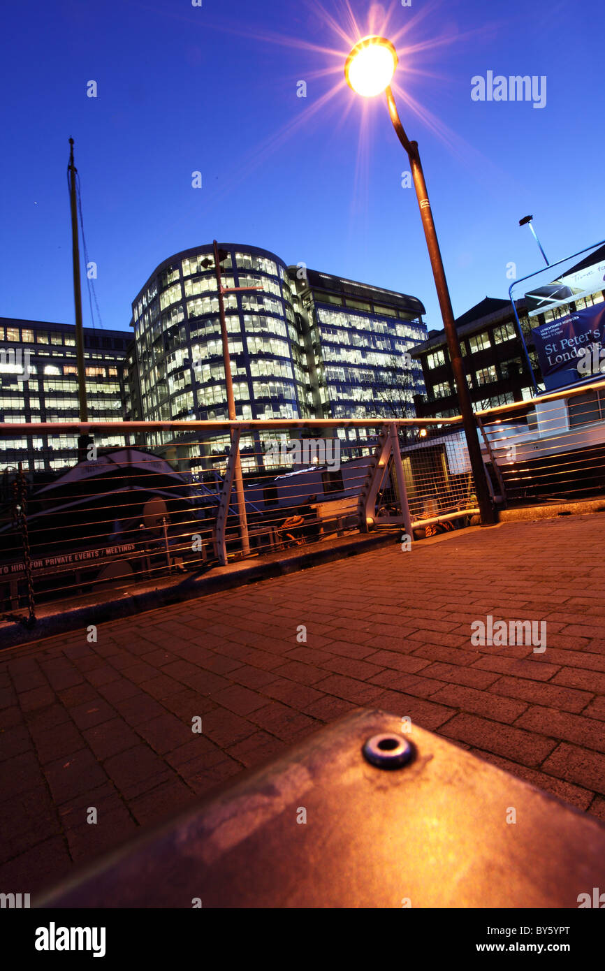 Nightime in Canary Wharf, London - Stock Image