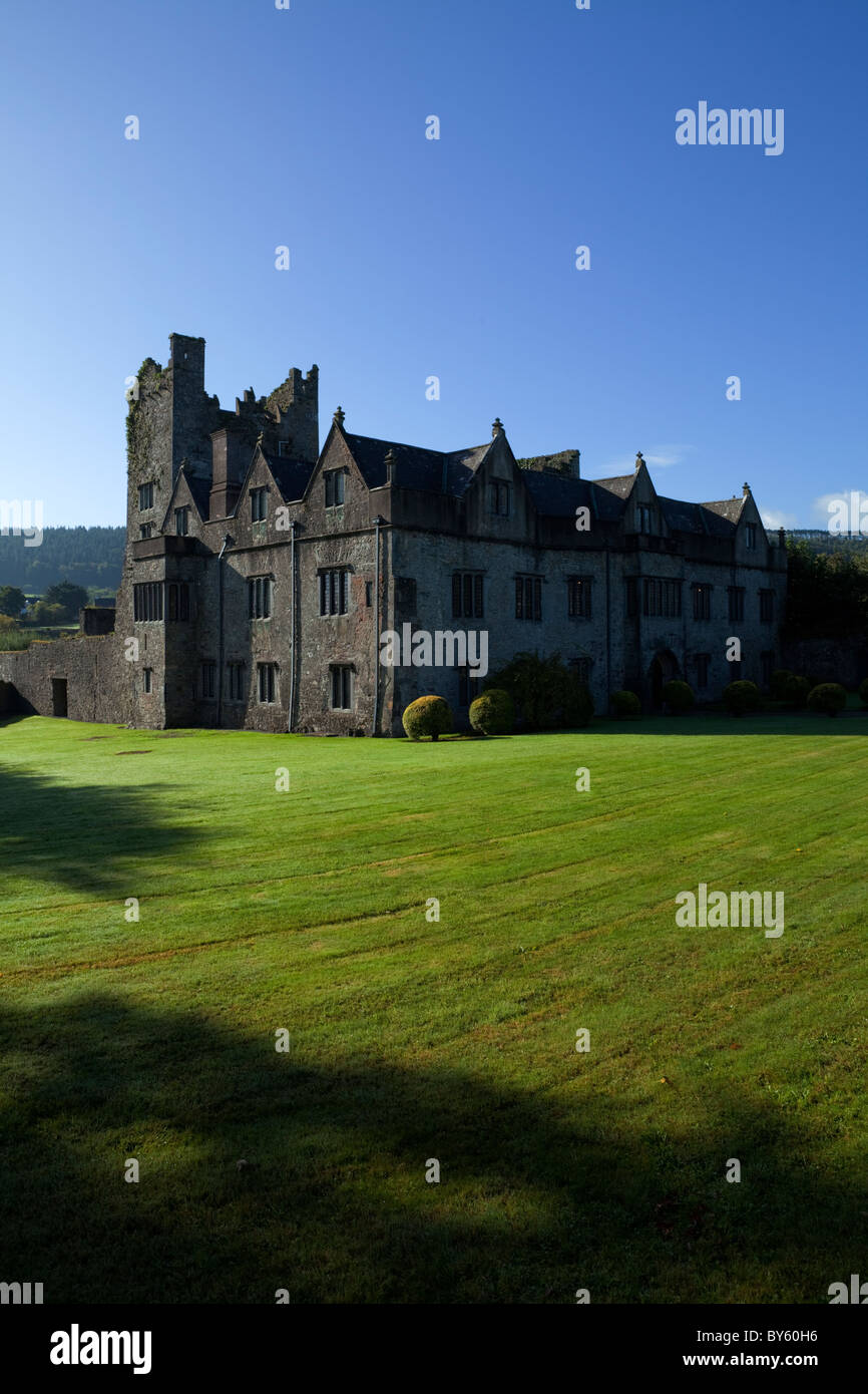 The Elizabethan Manor House built by the 10th Earl of Ormonde in the 16th Century on the River Suir, Carrick-on - Stock Image
