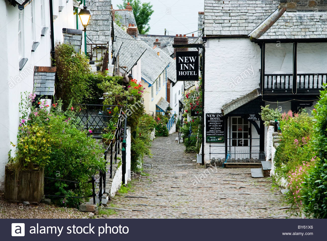 Steep cobbled street of Clovelly village, leads down to the harbour. Clovelly Court, Bideford, Devon, UK Stock Photo