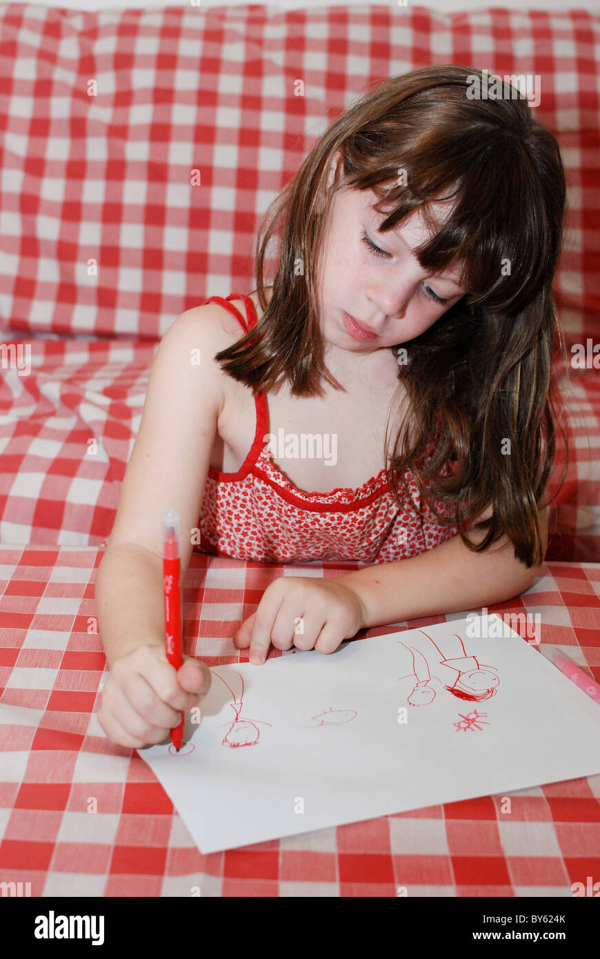 Young preschool girl of 5 drawing - Stock Image