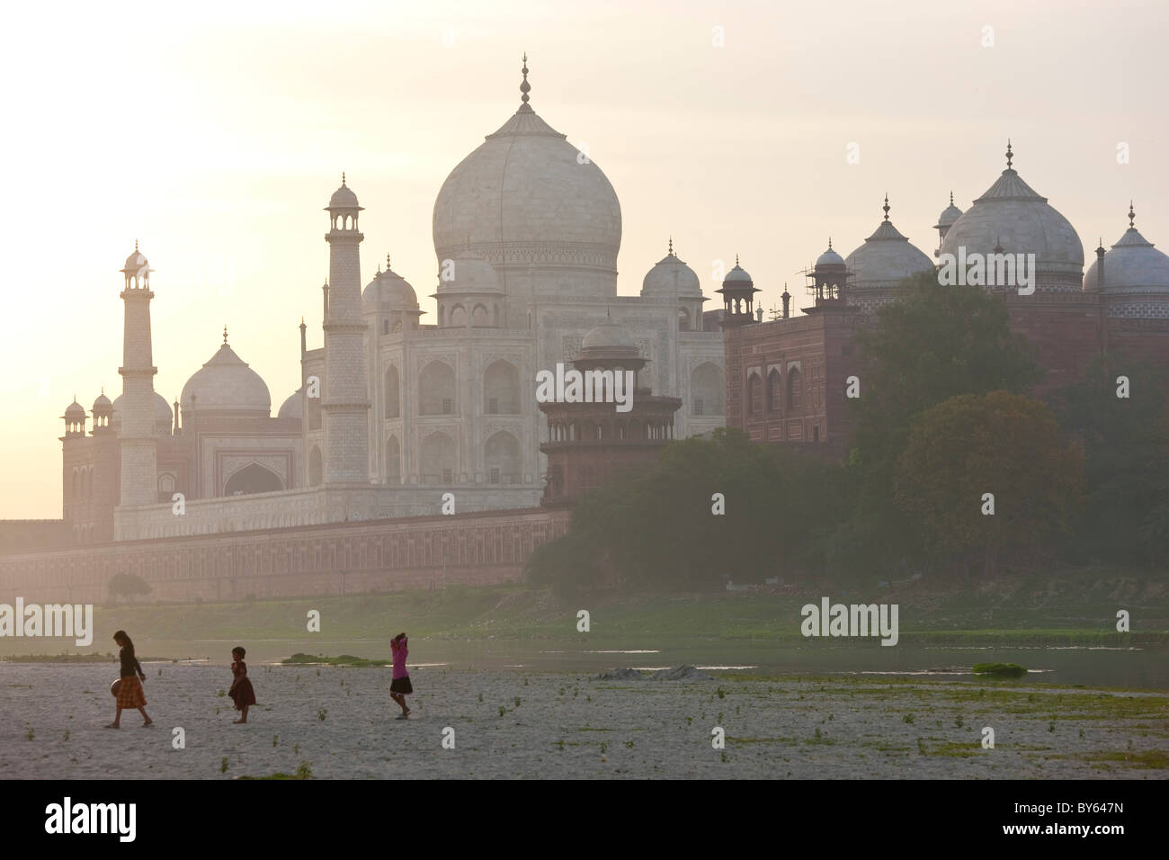 Taj Mahal on the banks of the River Yamuna, Agra, India - Stock Image