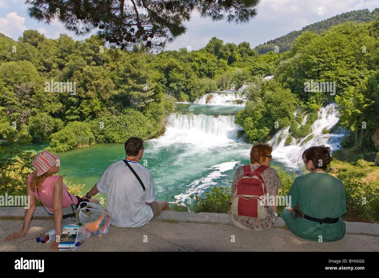 Elk192-2359 Croatia, Dalmatian Coast, Krka National Park, waterfalls with park visitors - Stock Image
