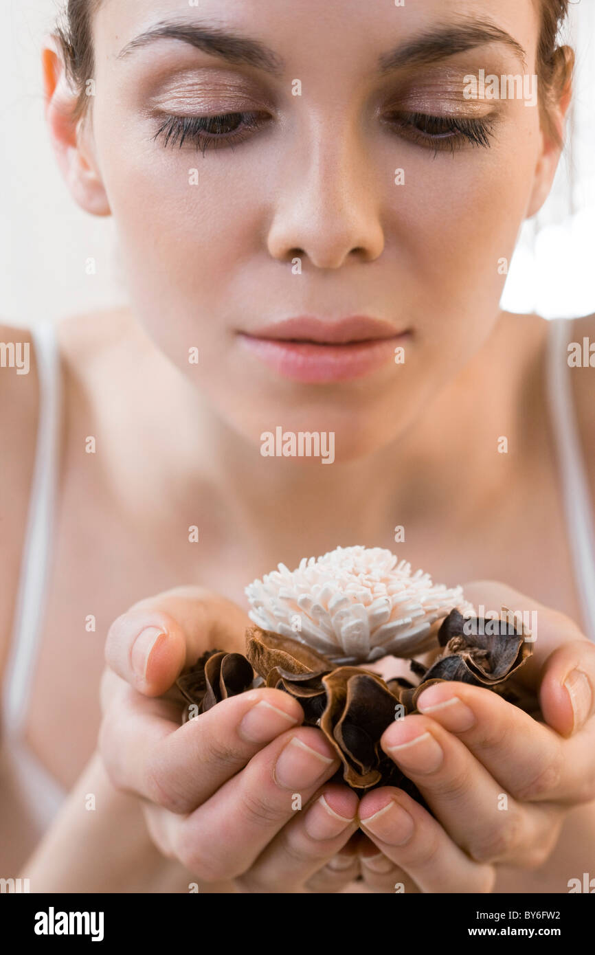 Woman holding dry flowers - Stock Image