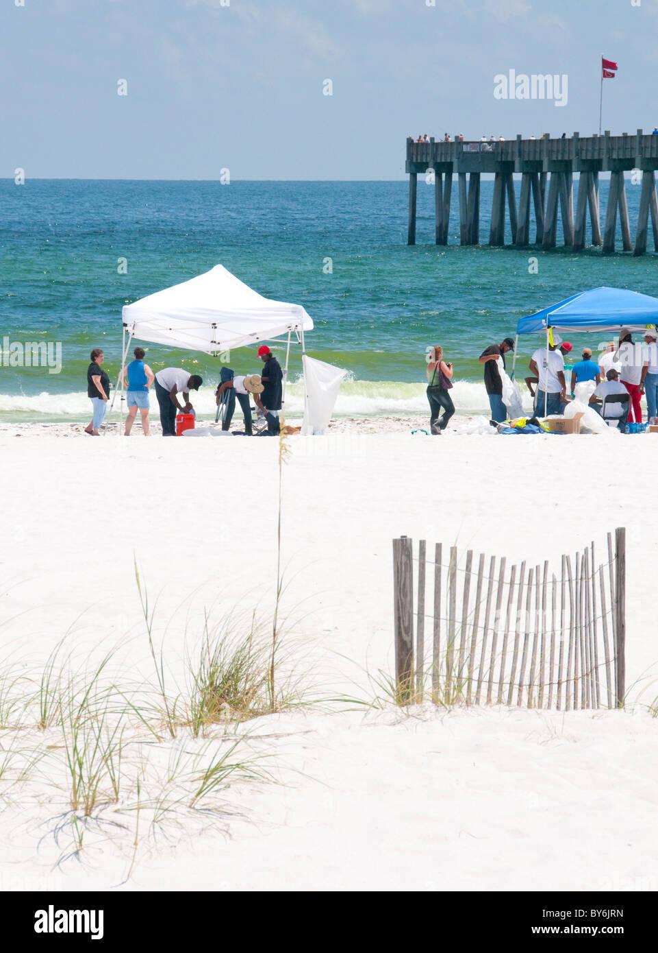 Pensacola Beach devoid of toursists a season's peak as BP workers remove oil - Stock Image