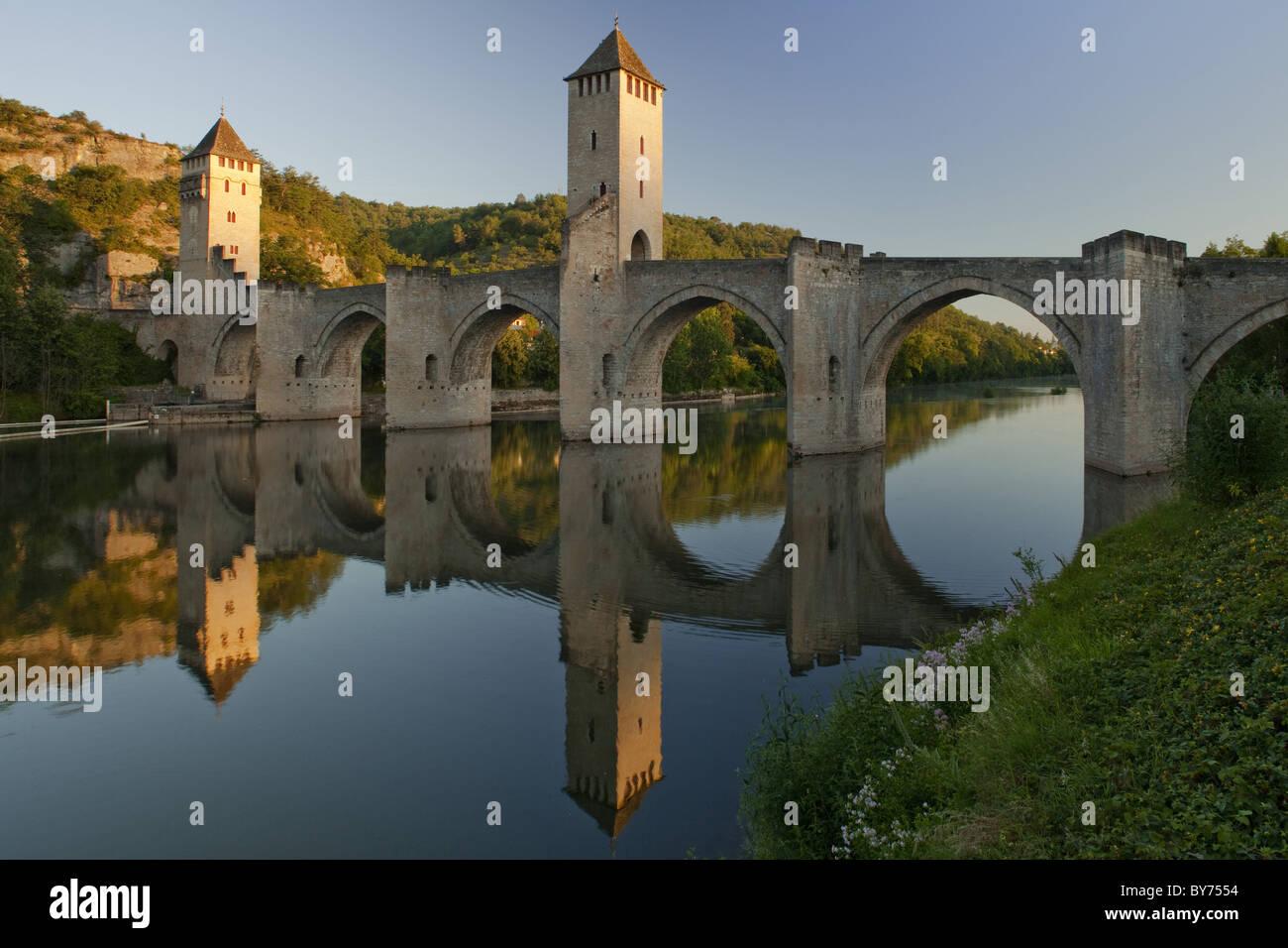 Fourteenth century stone arch bridge crossing the Lot River, Pont Valentre, Valentre bridge, Cahors, Via Podiensis, - Stock Image