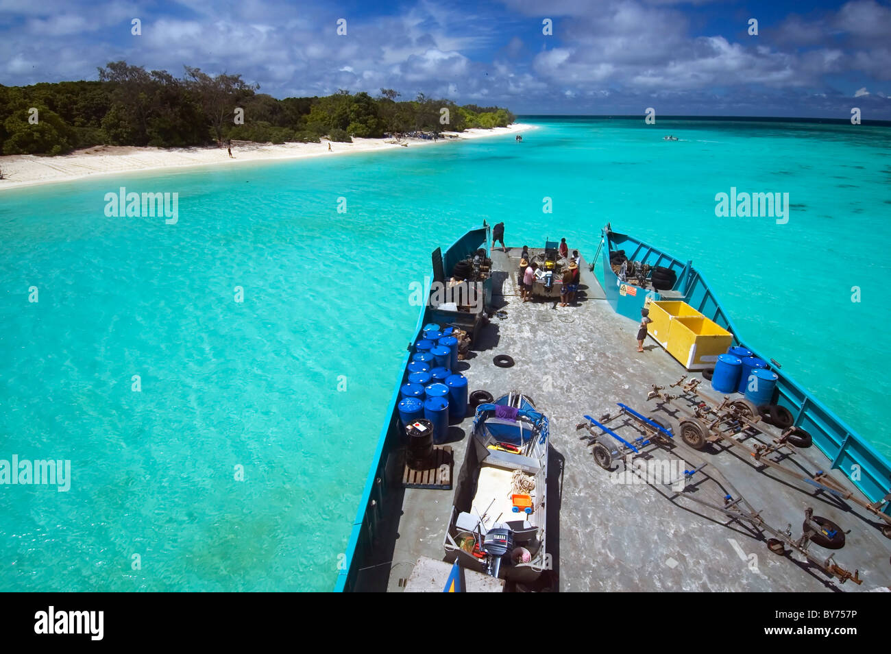 Loading boats onto barge at North West Island, Capricorn Bunker Group, southern Great Barrier Reef, Queensland, - Stock Image