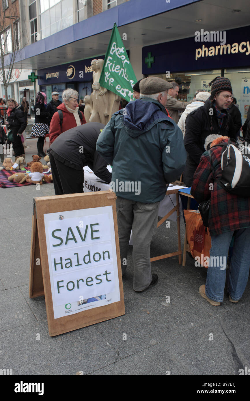 22/1/10 Exeter Friends of the Earth organise petition in protest in High St Exeter Devon UK against gov sell off Stock Photo