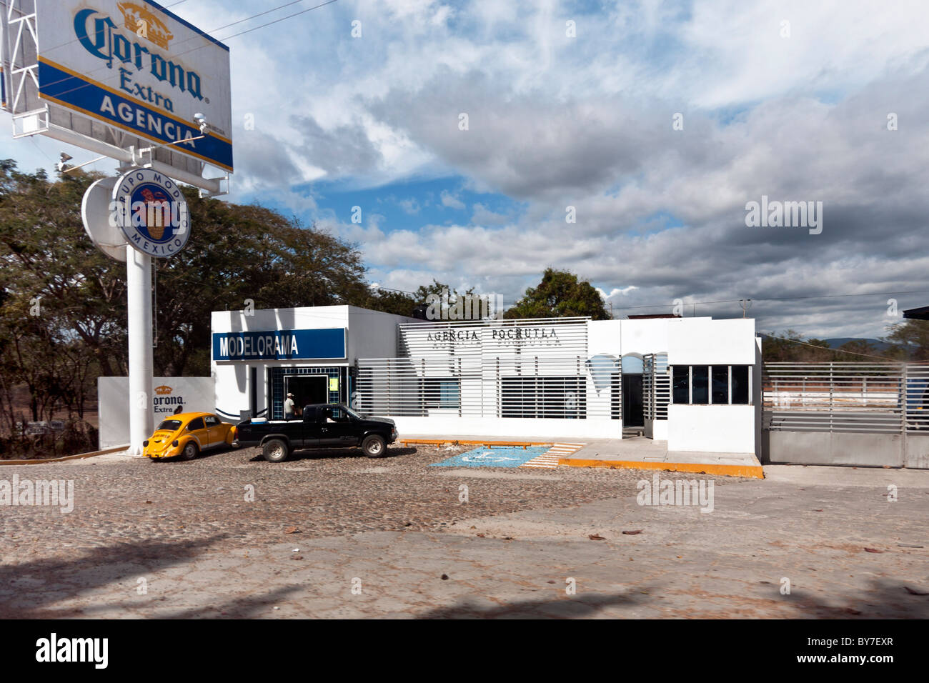 gleaming white roadside commercial structure serving as Pochutla regional headquarters for  beer distributor Oaxaca - Stock Image
